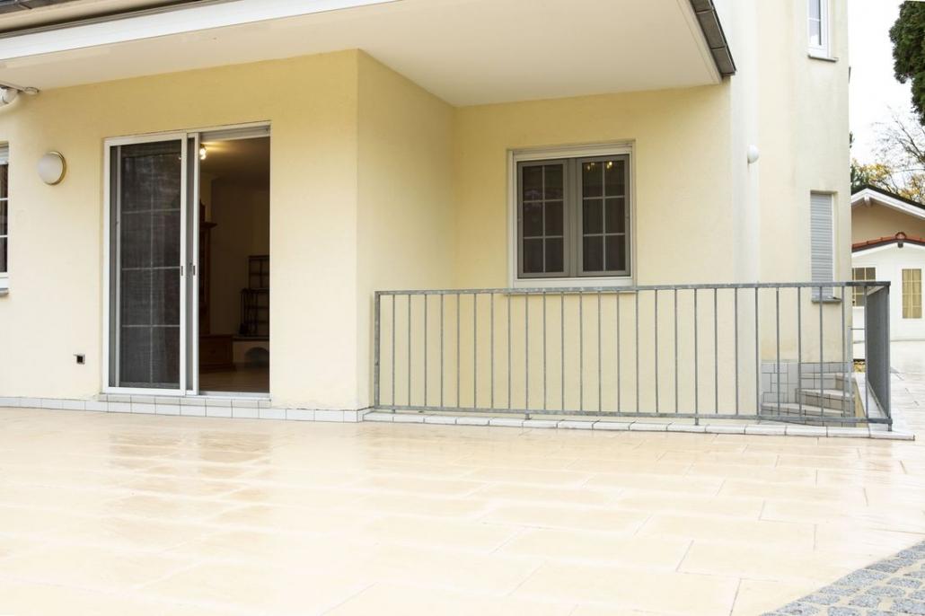 4 Zimmer-Wohnung mit großen Garten und 2 Garagen